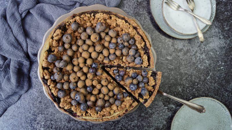 Fluffiger Blaubeer-Käsekuchen mit Streuseln | vegan