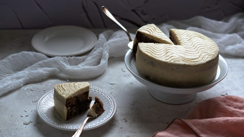 Bananen-Buttercremetorte mit Schokolade & Nüssen | vegan